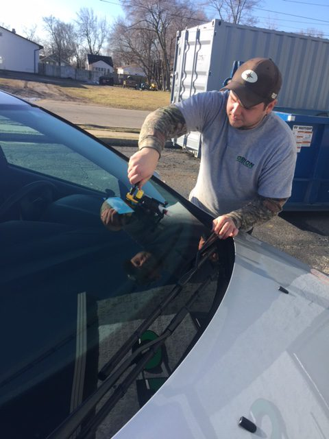 technician windshield chip repair